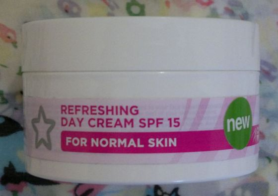 Superdrug Refreshing Day Cream SPF 15